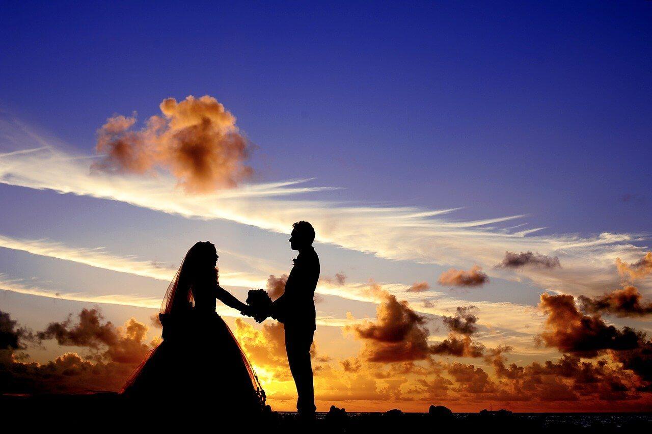 איך לחסוך כסף בחתונה שלכם